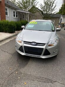 2014_Ford_Focus_SE Sedan_ Charlotte NC