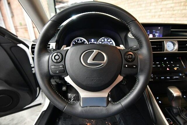 2014 Lexus IS 250 2.5L V6 VVT-I ENGINE REAR WHEEL DRIVE PREMIUM PACKAGE BACKUP CAMERA GRAY LEATHER HEATED/VENTILATED SEATS KEYLESS GO SUNROOF XENONS BLUETOOTH Bensenville IL