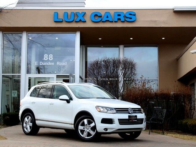2014 Volkswagen Touareg Lux Panoroof Nav AWD MSRP $53,330 Buffalo Grove IL