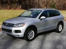 2014_Volkswagen_Touareg_R-Line_ Hickory NC
