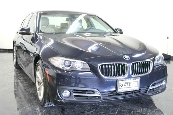 2015_BMW_5 Series_4dr Sdn 528i xDrive AWD, Clean Carfax, Premium Package, Cold Weather Package, Park Distance Control, Rear View Camera, Moonroof,_ Leonia NJ