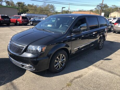 2015 Chrysler Town & Country S North Versailles PA