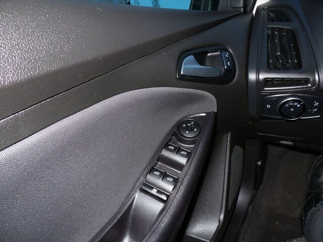 2015 Ford Focus SE w/ Heated Steering Wheel, Seats + Remote Start Rochester MN