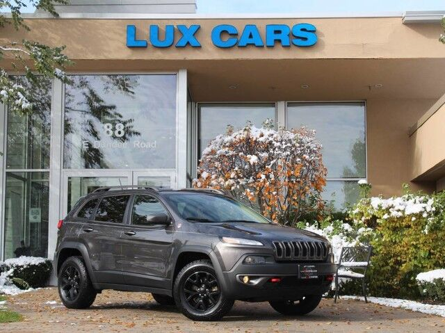 2015_Jeep_Cherokee_Trailhawk Panoroof Nav Leather V6 4WD_ Buffalo Grove IL