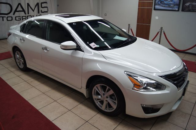 2015 Nissan Altima sv with navigation AND SUNROOF Charlotte NC