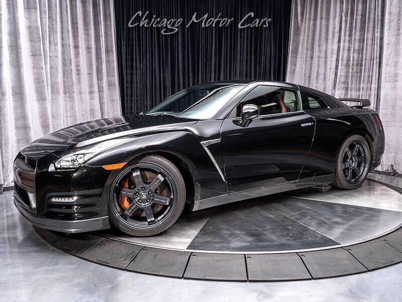 2015_Nissan_GT-R_Black Edition Coupe_ Chicago IL