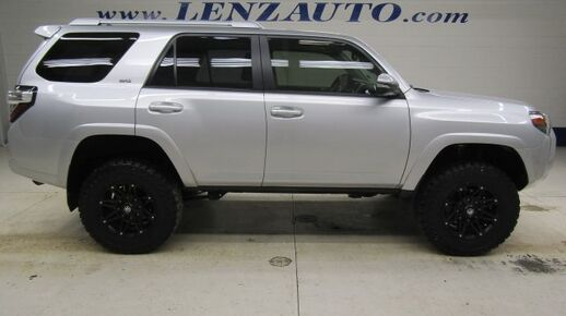2015_Toyota_4Runner_4WD SR5: 4.0L-NAV-MOON-BENCH-BLUETOOTH-REVERSE CAMERA-LEATHER-CD PLAYER-4WD-1 OWNER_ Fond du Lac WI