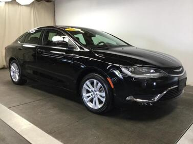 2016_Chrysler_200_4dr Sdn Limited FWD_ Muncie IN