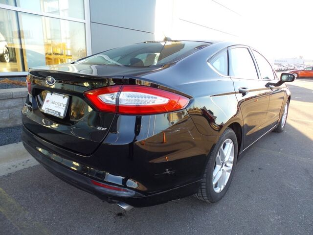 2016 Ford Fusion SE w/Back Up Camera Rochester MN