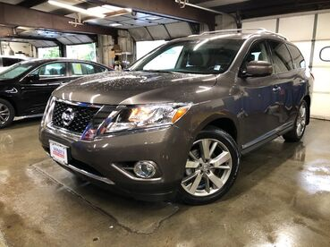 2016_Nissan_Pathfinder_Platinum_ Worcester MA