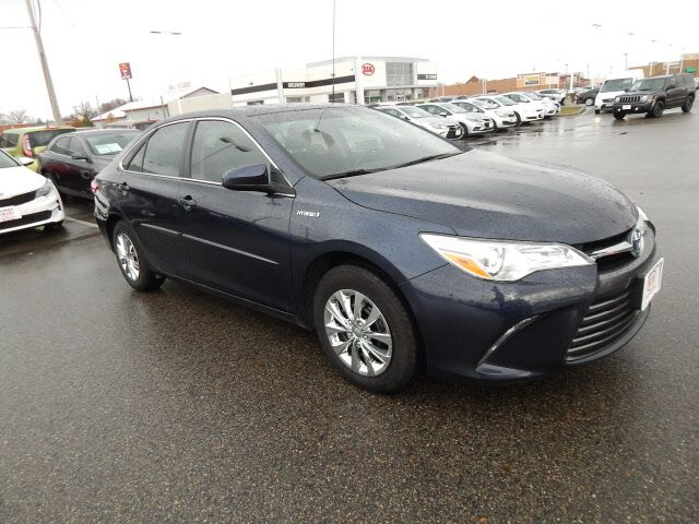 2016 Toyota Camry Hybrid LE St. Cloud MN