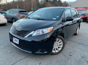 2016_Toyota_Sienna_LE_ Worcester MA