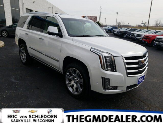2017 Cadillac Escalade Premium Luxury 4WD w/Sunroof Nav DVD PwrRetractSteps HtdCldMemLthr CUE SurroundVision RearCamMirror Milwaukee WI