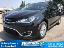 2017_Chrysler_Pacifica_4dr Wgn Touring-L_ Calgary AB