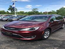 2017_Chrysler_Pacifica_Limited_ Milwaukee and Slinger WI