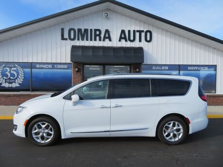 2017 Chrysler Pacifica Touring-L Plus Lomira WI