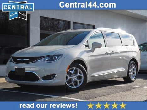 2017_Chrysler_Pacifica_Touring-L Plus_ Raynham MA