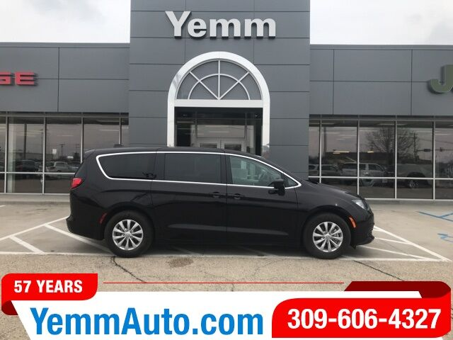 2017_Chrysler_Pacifica_Touring_ Galesburg IL