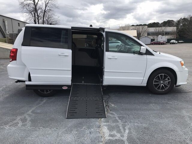 2017 Dodge Grand Caravan SXT *Side-Entry Handicap Accessible* Monroe GA