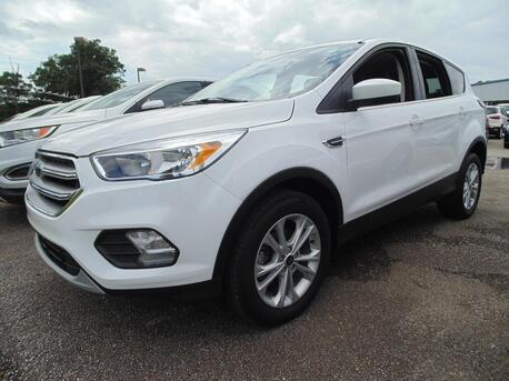 2017_Ford_Escape_SE_ Paris TN
