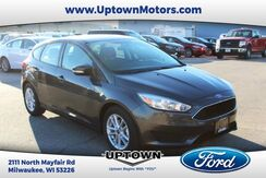 2017_Ford_Focus_SE_ Milwaukee and Slinger WI