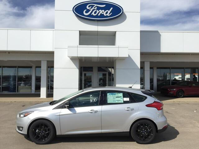 2017_Ford_Focus_SEL Black Pack w/ Winter Pkg & Navigation_ Edmonton AB