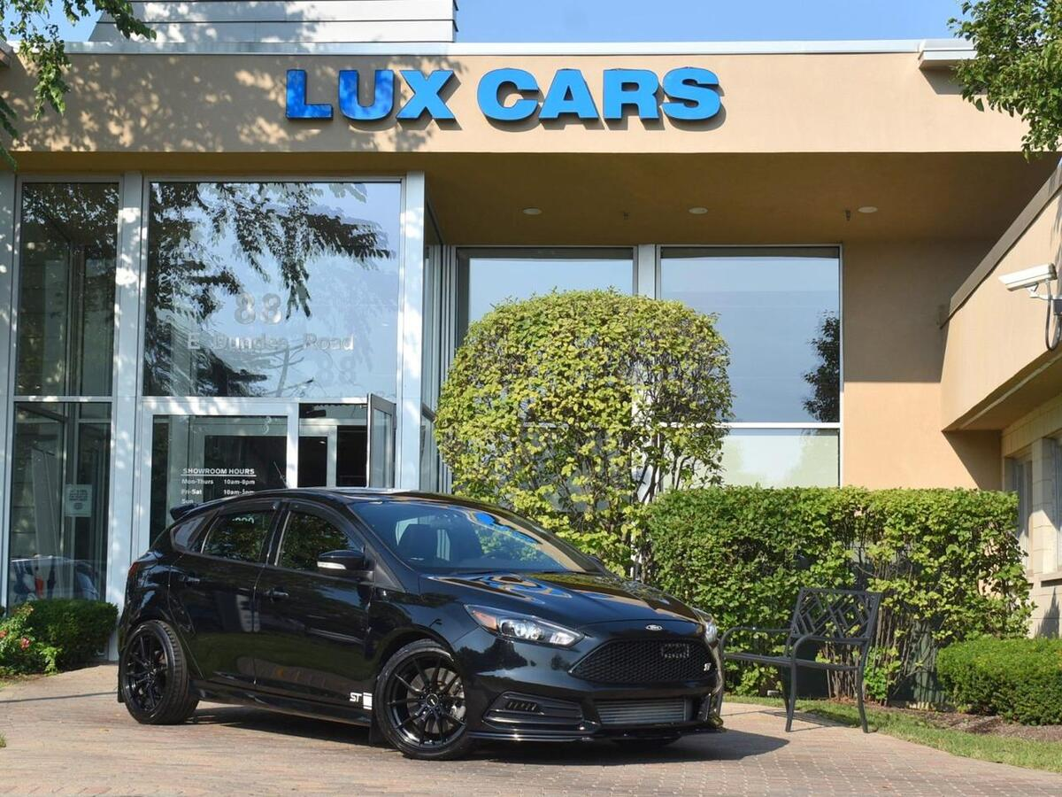 2017_Ford_Focus_ST Nav Sunroof Leather 6-Speed Manual MSRP $31,360_ Buffalo Grove IL
