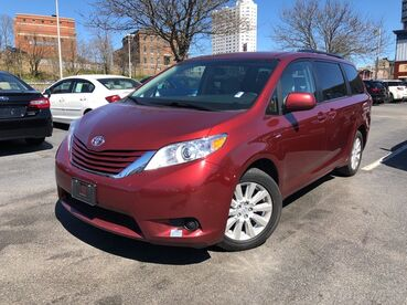 2017_Toyota_Sienna_LE_ Worcester MA