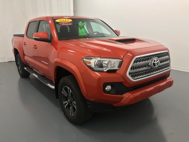 Vehicle details 2017 toyota tacoma at crown toyota for Crown motors holland michigan