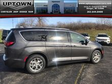 2018_Chrysler_Pacifica_Limited_ Milwaukee and Slinger WI