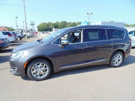 2018_Chrysler_Pacifica_Limited_ Paris TN