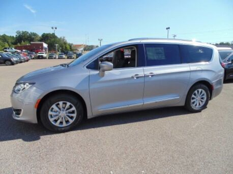 2018_Chrysler_Pacifica_Touring L Plus_ Paris TN