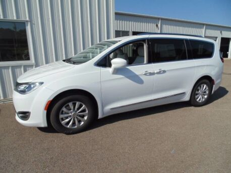 2018_Chrysler_Pacifica_Touring L_ Paris TN