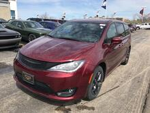 2018_Chrysler_Pacifica_Touring Plus_ Milwaukee and Slinger WI