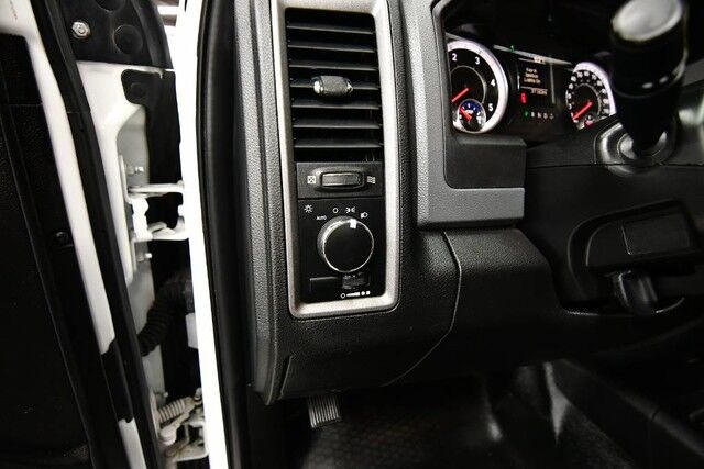 2018 Ram 3500 Chassis Crew Cab Tradesman DRW - 4WD 6.7L I6 CUMMINS TURBO DIESEL ENGINE 1 OWNER GRAY LEATHER INTERIOR 6 PASSENGER SEATING Bensenville IL