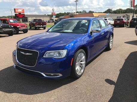 2019_Chrysler_300_Limited_ Paris TN