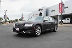 2019_Chrysler_300_Touring_  TX