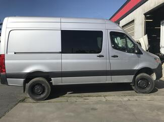 Freightliner 2500 144 4x4 High Roof 2019