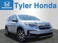 Honda Pilot AWD Touring 4dr SUV w/Rear Captains Chairs 2019