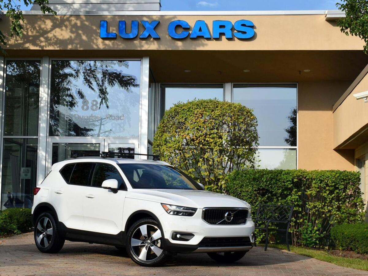 2019_Volvo_XC40_Momentum Panoroof Premium Nav AWD MSRP $44,200_ Buffalo Grove IL
