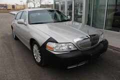 2003 Lincoln Town Car Executive Green Bay WI