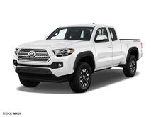2017 Toyota Tacoma TRD Off Road Access Cab 6' Bed V6 4x4 AT Burnsville MN