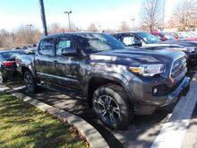 2017 Toyota Tacoma TRD Sport Double Cab 5' Bed V6 4x4 AT Cranberry Twp PA