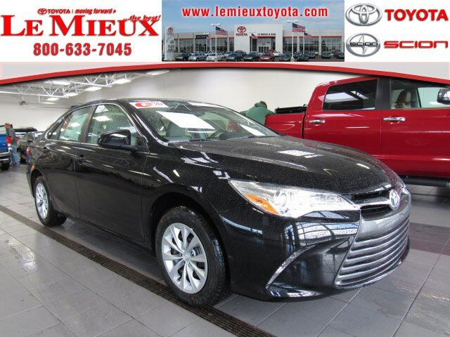 2017 toyota camry le green bay wi 18875926. Black Bedroom Furniture Sets. Home Design Ideas