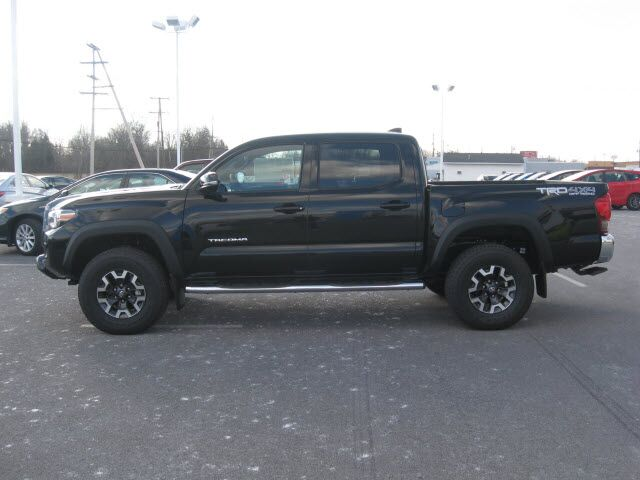 2017 toyota tacoma 4x4 trd off road lima oh 17462468. Black Bedroom Furniture Sets. Home Design Ideas
