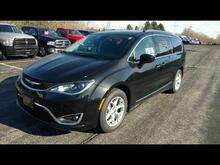 2017 Chrysler Pacifica Touring-L Plus Milwaukee and Slinger WI
