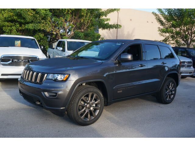 2017 jeep grand cherokee reviews and rating motor trend 2017 2018 2019 ford price release. Black Bedroom Furniture Sets. Home Design Ideas