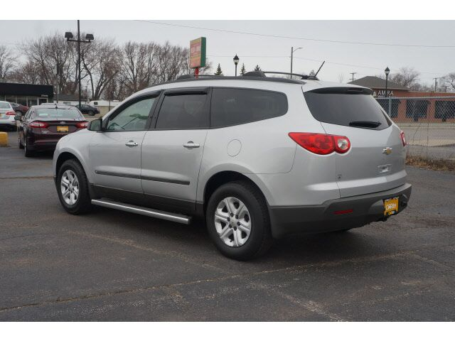 2010 Chevrolet Traverse Ls Garden City Mi 17548240