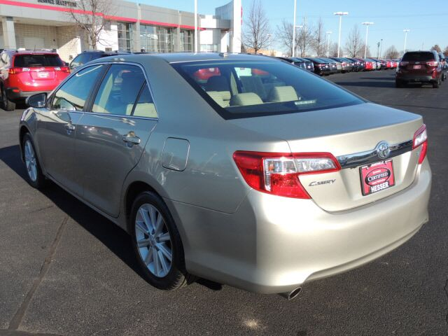 2014 toyota camry xle v6 janesville wi 16764717. Black Bedroom Furniture Sets. Home Design Ideas
