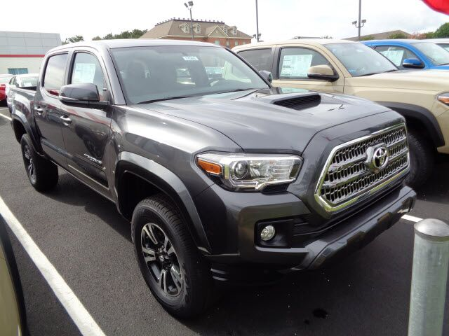 2017 Toyota Tacoma TRD Sport 4x4 4dr Double Cab 5.0 ft SB 6A ...